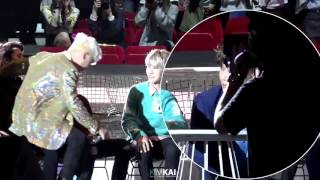 [FANCAM] 151202 MAMA exo kai focus when seungri sat on sehun's legs