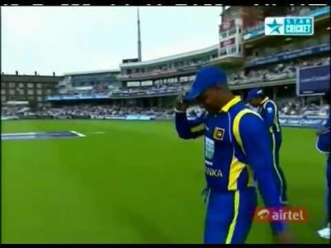 Guard of honour by teammates for Sanath Jayasuriya