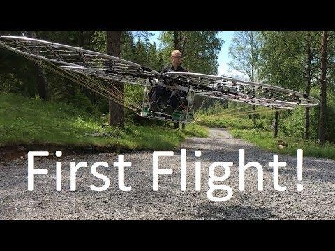 Tämä lennokki nostaa miehen nätisti ilmaan – Aikamoinen härveli