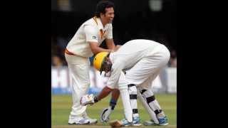 Yuvraj Singh touching feet of Sachin Tendulkar during Lord's bicentenary match
