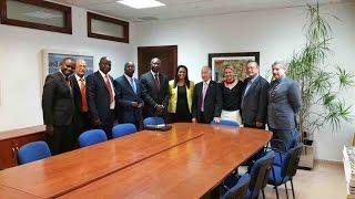 La secretaria de Estado de Cooperación Internacional y Comunidades, Suzi Carla Barbosa, y el embajador de Guinea Bissau en España, Paulo da Silva, así ...