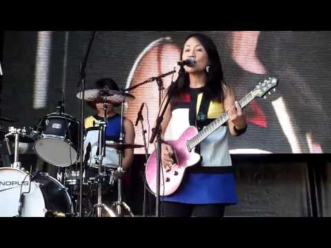 Shonen Knife (少年ナイフ) live Tokyo Crazy Kawaii Paris 2013 (Pop Tune)