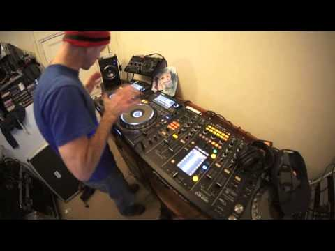 HOW TO MIX TECHNO BY ELLASKINS THE DJ TUTOR