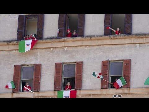 Ιταλία και Πορτογαλία γιορτάζουν την απελευθέρωση από τον φασισμό…