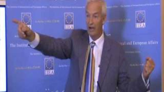 Jon Snow on the Impact of New Media About the speech: On Friday 4 September 2009, Jon Snow gave a fascinating and lively ...