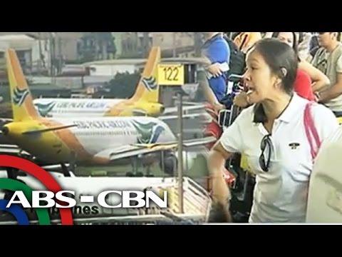 cebu - Kapamilya, ilang araw bago mag-bagong taon, umatras na ang ilang magbabakasyon sana sa probinsya, dahil pa rin sa problema ng isang airline. Subscribe to the ABS-CBN News channel!