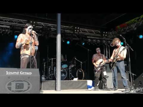 Fińska grupa metalowa i koncert zagrany na niezłej bani