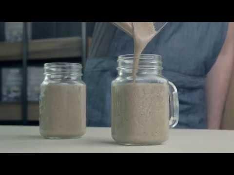 """Kokosų pieno ir ananasų kokteilis su Nominal """"Sorgų"""" koše"""