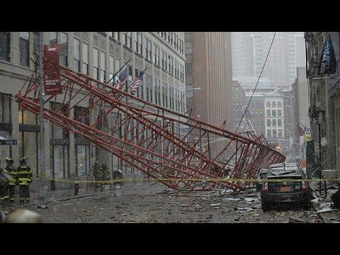 Γερανός έπεσε στο κέντρο της Νέας Υόρκης – Ένας νεκρός και αρκετοί τραυματίες