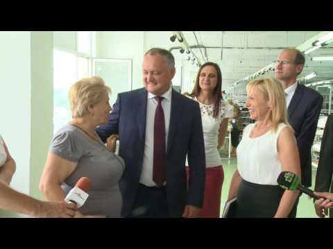"""Șeful statului a vizitat întreprinderea de textile """"Tricon""""din Cahul"""