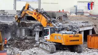 Stuttgart 21: LIEBHERR R 960 demolition, R 946, CAT 325D LN, Abbruch Hauptbahnhof Stuttgart, Germany, 12.07.2017.