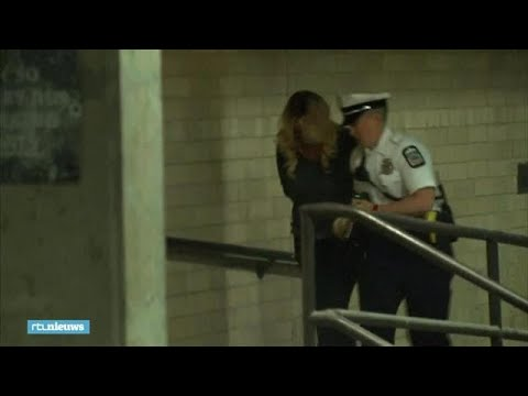 Pornoster Stormy Daniels gearresteerd omdat ze werd betast - RTL NIEUWS