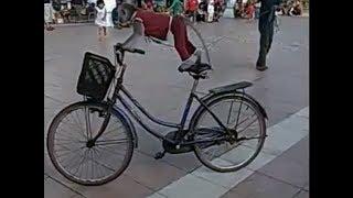 Topeng Monyet naik sepeda ontel