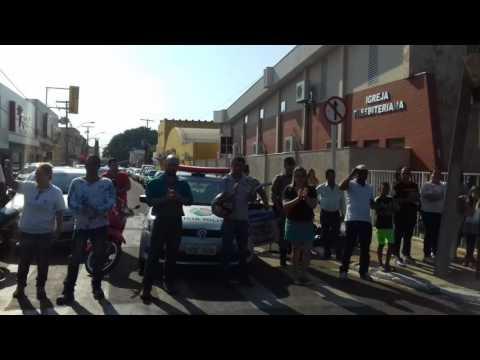 População faz manifestação por mais segurança no município de Mineiros (GO) - Part. 4
