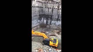 Zawalenie się betonowej konstrukcji podtrzymującej ściany ogromnego wykopu.