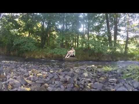 Tagesausklang an einem erfrischenden Fluss