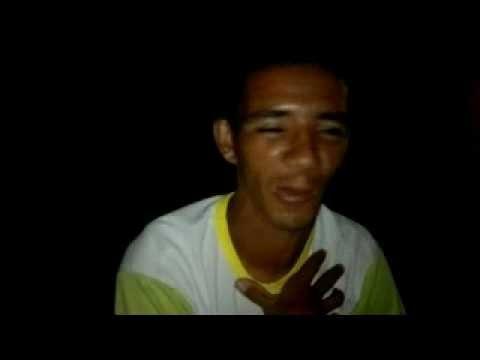 Reporter Menininho de Riachão do Dantas Cantando Inglês