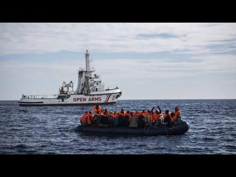 Politiker uneinig bei Diskussion um UN-Migrationspakt