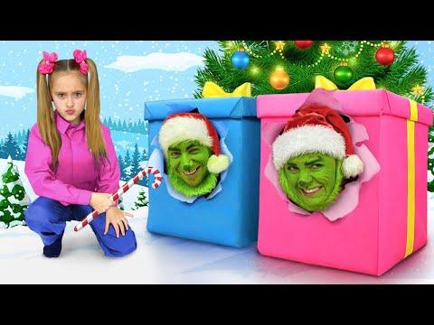 Sasha bakes Gingerbread Houses and gets Grinch Presents on Christmas