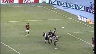 Flamengo e Vasco fizeram um clássico bastante nervoso e disputado neste domingo, no Engenhão, pela 31ª rodada do...