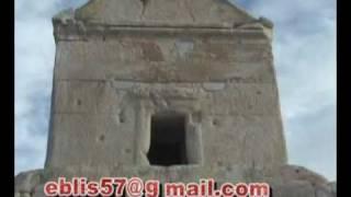حک کلمات و واژگان عربی بر روی آرامگاه کوروش بزرگ