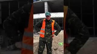 Świeżak i jego pierwszy dzień na budowie! Gość nie mógł ogarnąć polecenia od majstra :D