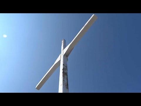 Λέσβος: Διχάζει η υπόθεση του τεράστιου σταυρού στη Μυτιλήνη…