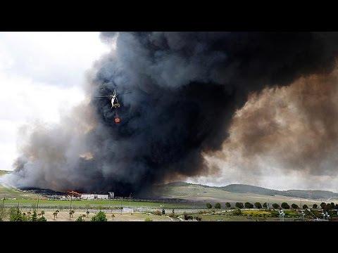Ισπανία: Στις φλόγες «νεκροταφείο» ελαστικών