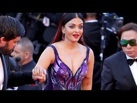 Video Aishwarya Rai Bachchan Private part touch by boy Viral video download in MP3, 3GP, MP4, WEBM, AVI, FLV January 2017