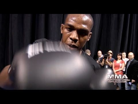 mbenson001 - Watch Complete 1/2hr HD Episodes on http://www.MMAheat.com *** MMA H.E.A.T. brings you workout footage of #1 UFC Light Heavyweight contender Jon