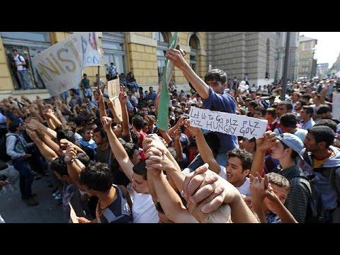 Βουδαπέστη: Χιλιάδες πρόσφυγες παραμένουν στον σιδηροδρομικό σταθμό
