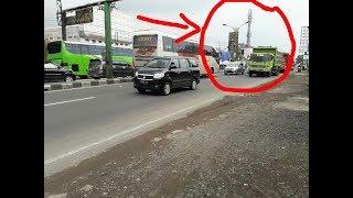 Video Sopir Menantang Maut! Bus Eka vs Mobil MP3, 3GP, MP4, WEBM, AVI, FLV Juni 2018