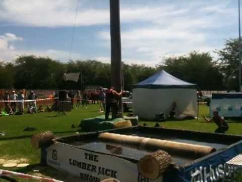 The lumberjack show – speed tree climb