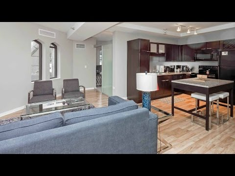 A furnished short-term 2-bedroom in Chicago's Loop Theater District