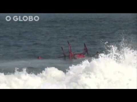 Helicóptero cae al mar durante intento de rescate