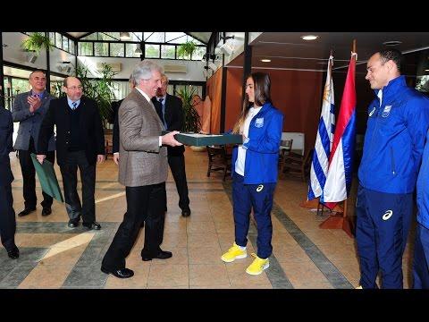 Dolores Moreira abanderada de los JJ OO Río 2016 recibió la bandera de manos del Presidente Vázquez