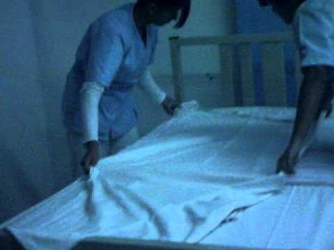 Cama arco enfermeria videos videos relacionados con for Cama ocupada