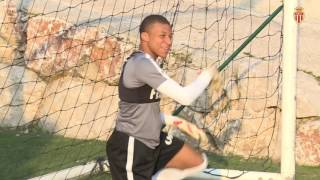 Video WTF - Quand Mbappé enfile les gants ! - AS MONACO MP3, 3GP, MP4, WEBM, AVI, FLV Mei 2017