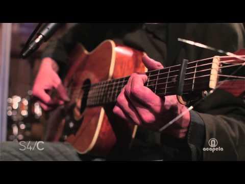 Gareth Bonello – Yfed Gyda'r Lleuad (Live at Acapela Studio)