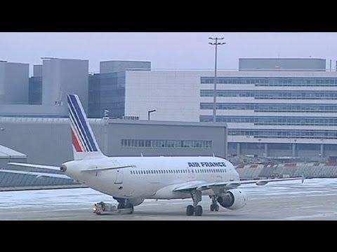 باريس: استئناف العمل في المطارات بعد إضراب استمر أربعة أيام - فيديو