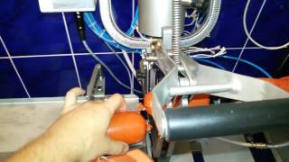 Видео: Шприц и клипсатор в работе.