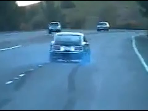 V8 Datsun 240z rolling burnout in highway