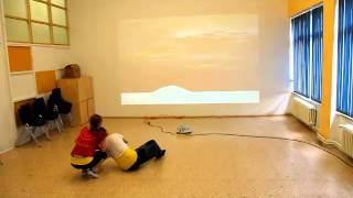 Danser avec la projection interactive