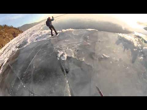 Лыжник провалился в промоину на Байкале (Sкiеr fеll тhrоugh тhе iсе оn Lаке Ваiкаl) - DomaVideo.Ru