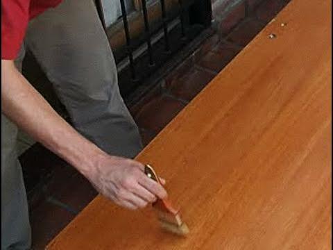 Cómo dar barniz a una puerta