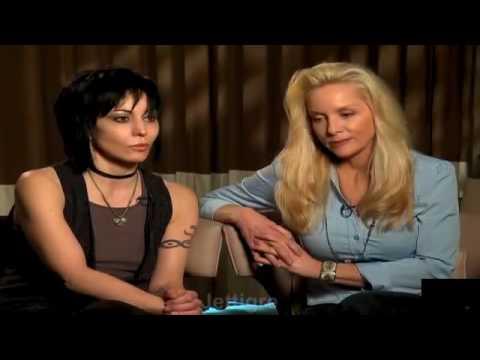 Joan Jett - Talks THE RUNAWAYS !