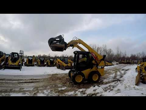 CATERPILLAR SKID STEER LOADERS 242D equipment video fv-z9L6clx0