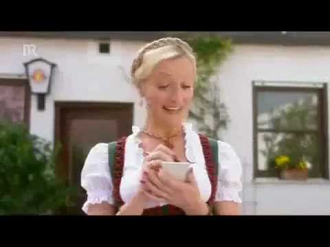 Paulaner Werbung Verarsche Ossi im Biergarten (видео)