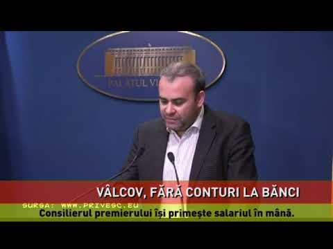 Darius Vâlcov își primește salariul în mână