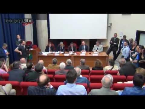 Il Ministro per la Coesione territoriale Fabrizio Barca all'Aquila
